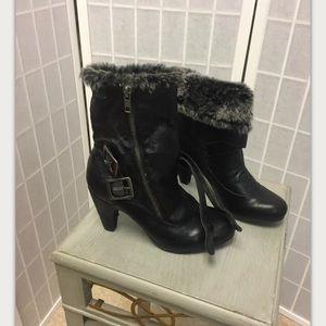 B. Makowsky, woman, boots, black, size 6.5 M.: